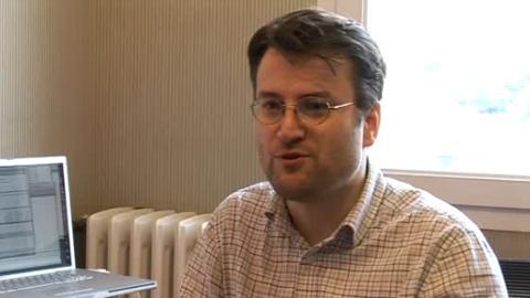 Martin Korolczuk (Petit Nuage) dans la vidéo de promotion des services de l'Adie de Rennes