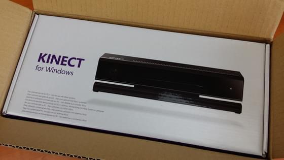 Aperçu de la boîte du Kinect for Windows depuis son carton de livraison