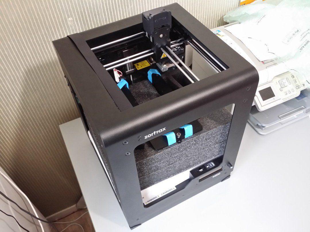 Imprimante 3D Zortrax M200 déballée, protections internes encore laissées en place